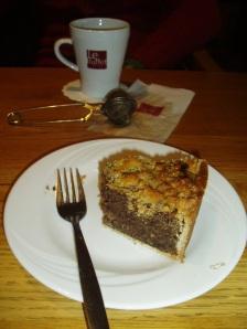Poppy seed cake and tea in Karstadt, Cologne