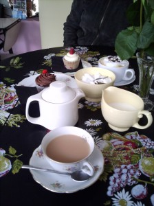 Tea, coffee and cupcakes at Sweet Tooth Cupcakery