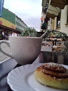 Tea and a hot cinnamon bun at Kafe