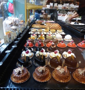2015-10-22b Le Valentin cakes